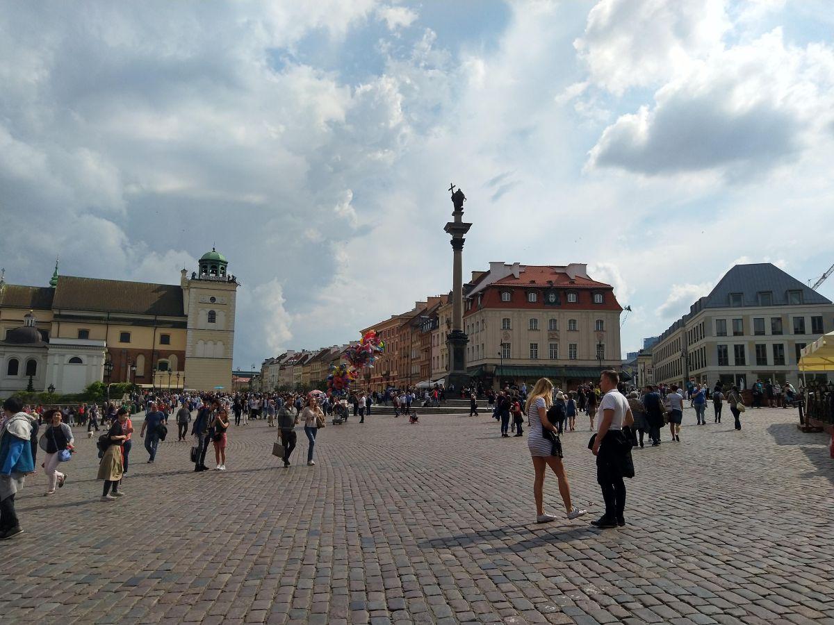 Puolan naiset jäivät kotiin – ajatuksiaVarsovasta